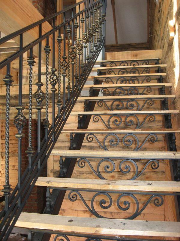 Лестницы на второй этаж железные 4